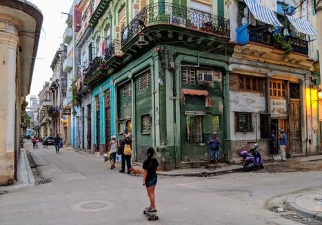 Havana Vieja skateboarding